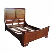 Curved sleigh bed